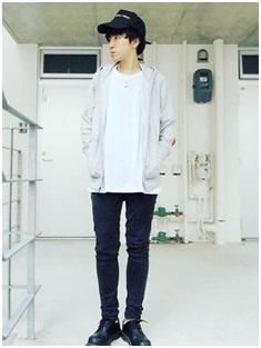 白Tシャツ×スキニーパンツスタイリング